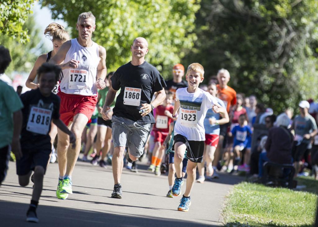 5K participants running